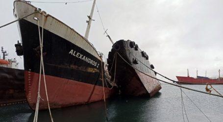 Ημιβυθίστηκε το ναρκοπλοίο Noor 1 στον όρμο της Βλύχας στην Ελευσίνα
