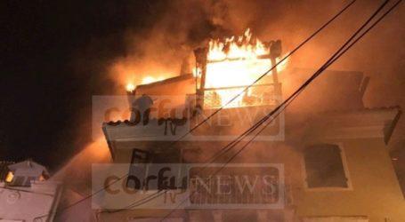 Νεκρός ο άνδρας που είχε υποστεί εγκαύματα από φωτιά σε τριώροφο κτήριο