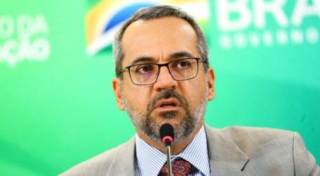 Ο υπουργός Παιδείας στόχος χλευαστικών σχολίων για ορθογραφικά του λάθη