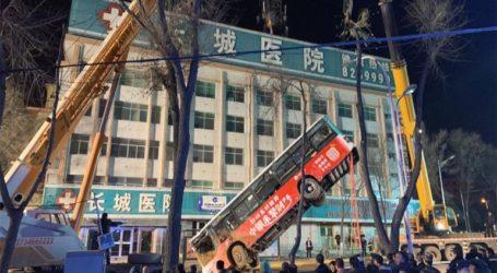 Γιγαντιαία τρύπα «κατάπιε» τουλάχιστον 16 ανθρώπους σε μεγαλούπολη