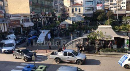 Διαμαρτυρία με μαύρες σημαίες στο κέντρο της Λαμίας κατά της δημιουργίας hotspot