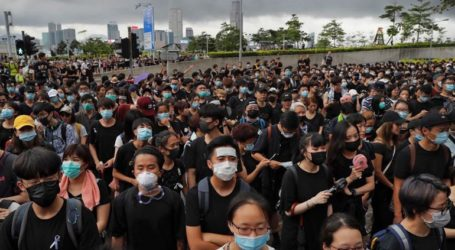 Μέτρα ανακούφισης ύψους 1,3 δισεκ. δολαρίων λόγω των διαδηλώσεων