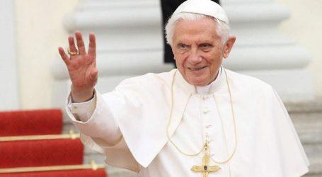 Ο πρώην Πάπας Βενέδικτος ζητεί να αποσυρθεί το όνομά του από βιβλίο που υπεραμύνεται της αγαμίας των κληρικών