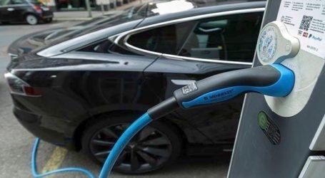 Κίνητρα για απόκτηση ηλεκτροκίνητων οχημάτων εξετάζει το υπ. Περιβάλλοντος
