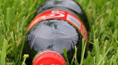 Οι καταναλωτές επιμένουν στα πλαστικά μπουκάλια, λέει η Coca-Cola, και γι αυτό δεν τα καταργεί