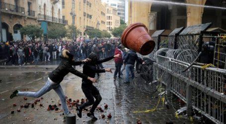 Συγκρούσεις διαδηλωτών με αστυνομικούς στο κέντρο της Βηρυτού
