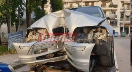 Πάτρα: Αυτοκίνητο «καρφώθηκε» σε φανάρι