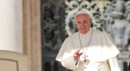 Ο πάπας Φραγκίσκος επαινεί τις προσπάθειες της Κίνας να περιορίσει τον νέο κοροναϊό