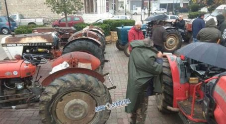 Βγήκαν στους δρόμους με τα τρακτέρ οι αγρότες