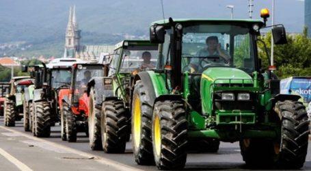 Έβγαλαν τρακέρ στη Λάρισα οι αγρότες