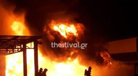 Φωτιά σε αντιπροσωπεία γεωργικών μηχανημάτων στη Σίνδο