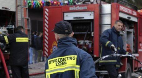 Υπό έλεγχο η φωτιά σε επιχείρηση στη Σίνδο