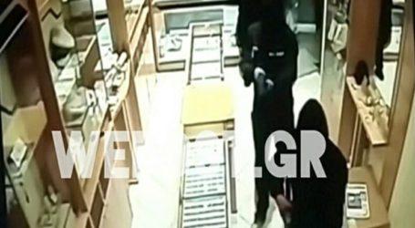 Βίντεο ντοκουμέντο από ένοπλη ληστεία σε κοσμηματοπωλείο στη Θεσσαλονίκη