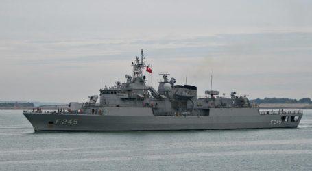 Τουρκική φρεγάτα συνόδευσε φορτηγό πλοίο που μετέφερε θωρακισμένα άρματα