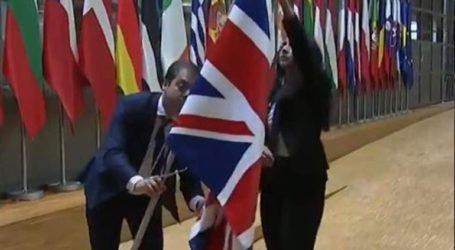 Υποστολή της βρετανικής σημαίας στο κτήριο του Ευρωπαϊκού Συμβουλίου