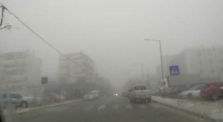 Λάρισα όπως …Λονδίνο το πρωί της Τρίτης: Οδηγώντας με… ορατότητα μηδέν (φωτο – βίντεο)