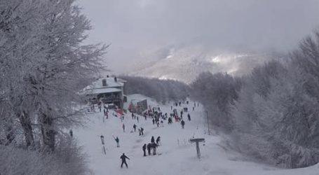 Πήλιο: Πλήθος κόσμου στο Χιονοδρομικό κέντρο – Δείτε σημερινές εικόνες
