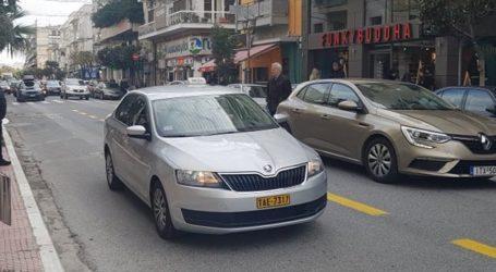 Βόλος: Διέρρηξαν ταξί για να κλέψουν κέρματα