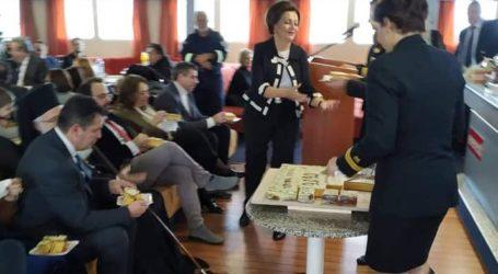 """Την πίτα του έκοψε το Λιμεναρχείο Βόλου στο """"Εξπρές Σκιάθος"""" [εικόνες]"""