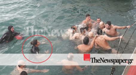 Βόλος: Η πρώτη γυναίκα που έπεσε στον Παγασητικό για να πιάσει τον σταυρό μιλάει στο TheNewspaper.gr [εικόνες]