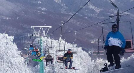 Ανοιχτό σήμερα με κόσμο το Χιονοδρομικό κέντρο Πηλίου – Δείτε εικόνες