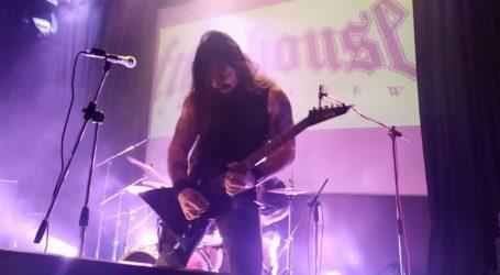 Ο παπαροκάς ξεσήκωσε τους Βολιώτες σε heavy metal συναυλία [εικόνες]