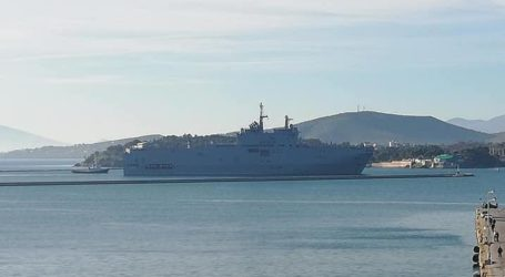 Έφτασε στο λιμάνι του Βόλου το θηριώδες γαλλικό ελικοπτεροφόρο [εικόνες]