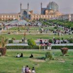 9. esfahan i plateia toy imami i deyteri megalyteri plateia ston kosmo meta tin tien an men toy pekinoy