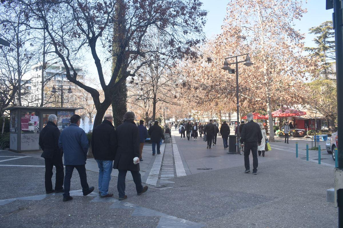 Εικόνες από το μεσημέρι του Σαββάτου στο κέντρο της Λάρισας