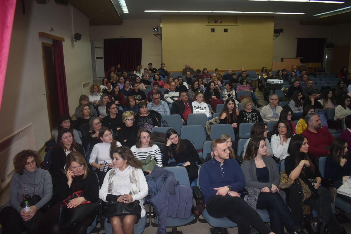 Ημερίδα για τον επαγγελματικό προσανατολισμό παρακολούθησαν μαθητές και γονείς στη Λάρισα (φωτο)
