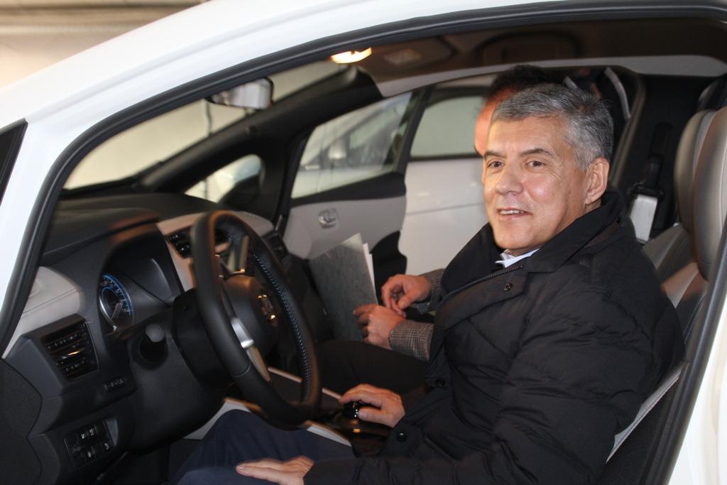 «Ηλεκτρική» η Περιφέρεια Θεσσαλίας - Παρουσιάστηκε το 1ο του είδους αυτοκίνητο στη Λάρισα (φωτο)