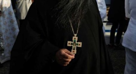 Ιερείς στον Τύρναβο λειτούργησαν με ανοιχτές πόρτες τη Μεγάλη Εβδομάδα!