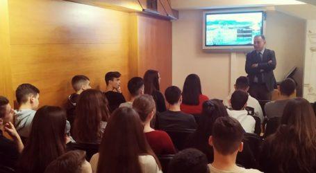Ο Κέλλας με μαθητές του Γυμνασίου Ράπτου στη Βουλή: Κυνηγήστε τα όνειρά σας, εσείς είστε το μέλλον της χώρας