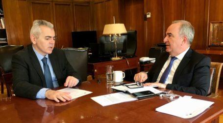 Χύμα τσίπουρο και όχι απόσταγμα διήμερων παραγωγών ζήτησε από τον υφυπουργό Ανάπτυξης ο Χαρακόπουλος