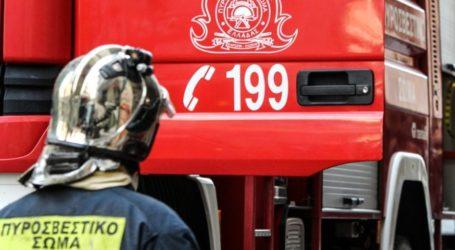 Στις φλόγες αποθήκη σχολείου στον Βόλο