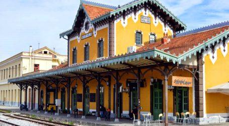 Ο δημοσιογράφος που έφτιαξε το σιδηροδρομικό σταθμό του Βόλου σε μινιατούρα (video)