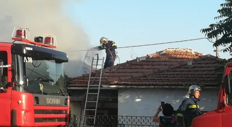 Η πυροσβεστική εντόπισε 65χρονο νεκρό μέσα στο φλεγόμενο σπίτι του