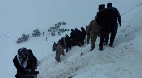 23 νεκροί και τουλάχιστον 20 αγνοούμενοι από δύο καταστροφικές χιονοστιβάδες