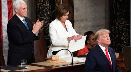 Η Νάνσι Πελόζι εξηγεί τους λόγους που έσκισε το αντίτυπο της ομιλίας Τραμπ