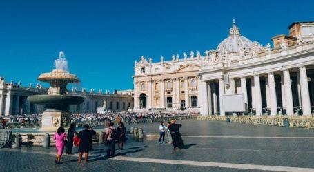 Απομακρύνθηκε από τα αξιώματά του ο γραμματέας του επίτιμου Πάπα Βενέδικτου