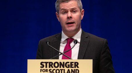 Παραιτήθηκε ο υπουργός Οικονομίας επειδή αποκαλύφθηκε ότι έστελνε μηνύματα σε ανήλικο