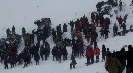 Νέο βίντεο λεπτά μετά τη φονική χιονοστιβάδα στην ανατολική Τουρκία