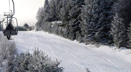 Περισσότερα από 100 παιδιά με αναπηρία συμμετείχαν στη δράση «know the snow» του δήμου Νάουσας