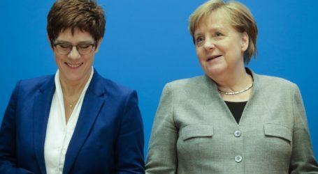 Η Άνγκελα Μέρκελ «λυπάται» για την απόφαση της Άνεγκρετ Κραμπ-Καρενμπάουερ