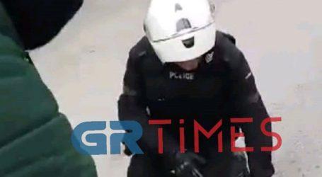 Αστυνομικοί της ΔΙΑΣ έσωσαν κουτάβι από φωτιά στη Θεσσαλονίκη