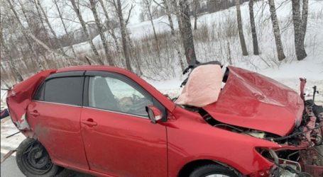 Σοκ από τροχαίο στη Ρωσία: Αυτοκίνητο κόπηκε στη μέση