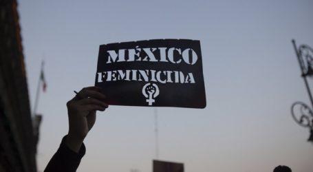 Διαδήλωση κατά των γυναικοκτονιών μπροστά στο προεδρικό μέγαρο