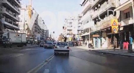 Αυτοκίνητο παρασύρει νεαρή γυναίκα στη Θεσσαλονίκη