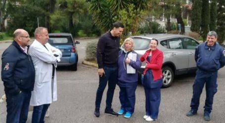 Ο υπουργός Υγείας επισκέφθηκε τους δύο Έλληνες πολίτες που επαναπατρίστηκαν από την Κίνα