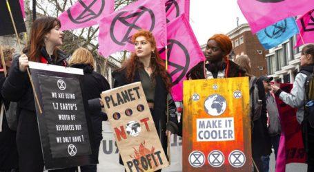 Η Extinction Rebellion διαδηλώνει στο περιθώριο της Εβδομάδας Μόδας του Λονδίνου